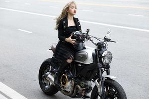 Châu Bùi cực ngầu bên xe mô-tô phân khối lớn trong chiến dịch nữ quyền