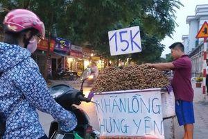 Hà Nội: Giá nhiều loại trái cây 'hạ nhiệt'