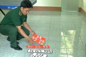 An Giang: Xe chở thuốc lá lậu 'thủ' nhiều biển số đỏ giả