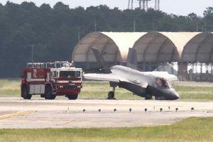Tia chớp tàng hình F-35A của Mỹ cắm đầu xuống đất khi hạ cánh lỗi