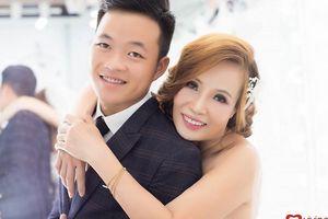 Trước thềm lễ cưới, cô dâu 61 tuổi ôm chặt chú rể 26 tuyên bố: 'Tôi chuẩn bị là cô dâu trẻ và xinh đẹp nhất thế giới'