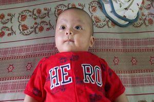 Bé trai 3 tháng tuổi bị bỏ rơi gần nhà thờ ở Đồng Nai