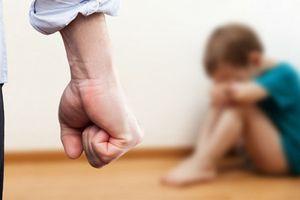 Bắt kẻ nghi bạo hành con trai 6 tuổi của người tình