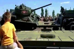 Nga: Xe tăng huyền thoại lật úp dịp kỷ niệm đại chiến xe tăng lịch sử