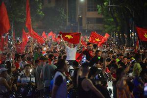 Hà Nội đêm không ngủ sau chiến thắng của Olympic Việt Nam