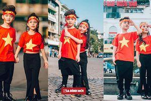 Bộ ảnh đầy khí thế của hai mẫu nhí Hà Thành cỗ vũ cho đội tuyển bóng đá Việt nam