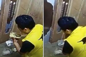 Trung Quốc: Sa thải nhân viên ship đồ ăn tự động 'nếm' hộ khách hàng
