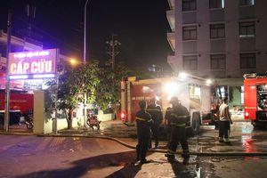 Cháy kho vật tư ở Bệnh viện Đà Nẵng, người nhà hốt hoảng di chuyển bệnh nhân