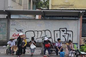 TP.HCM: Hình ảnh vẽ bậy làm xấu cảnh quan đô thị thành phố xuất hiện khắp nơi