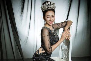 Võ Nhật Phượng gợi cảm trong trang phục dạ hội xuyên thấu