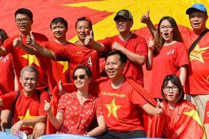 Hàng ngàn cổ động viên săn tour sang Indonesia cổ vũ U23 Việt Nam