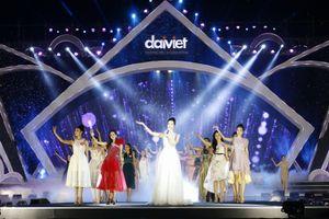 Hoa hậu Đỗ Mỹ Linh khoe giọng hát cực ngọt