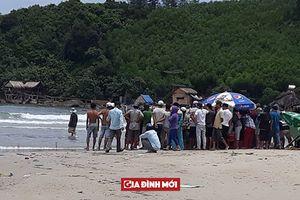 Tắm biển trong sinh nhật thầy giáo, bất ngờ sóng lớn cuốn trôi 5 học sinh