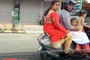 SỐC: Bé gái 5 tuổi 'đứng' lái xe máy chở đại gia đình phóng vun vút