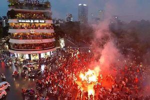 Olympic Việt Nam dù thua trận, người hâm mộ vẫn phấn khích ăn mừng