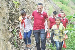 BNI Eagles Chapter tặng 120 triệu đồng cho học sinh nghèo vùng lũ Tương Dương