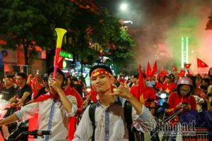 Olympic Việt Nam, thua nhưng vẫn được yêu nồng nhiệt