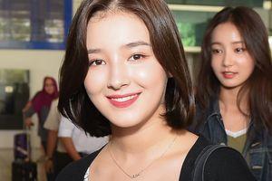 'Thiên thần lai' 18 tuổi xinh đẹp nổi bật tại sân bay Tân Sơn Nhất