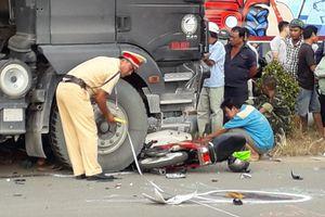 Tai nạn liên hoàn giữa xe ben và 2 xe máy, 2 người tử vong