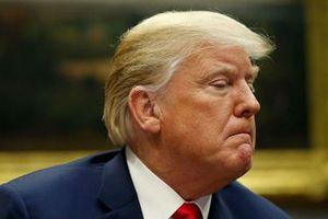 Ông Trump hủy tăng lương cho nhân viên liên bang