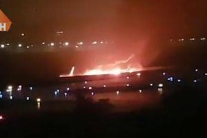 Máy bay chở 166 người ở Nga bốc cháy rực trời khi hạ cánh