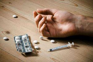 Góc khuất cuộc đời những người người thành đạt phải dùng ma túy để giảm đau