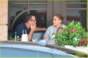 Jennifer Lopez và bồ trẻ quấn quýt trong buổi hẹn hò dịp cuối tuần