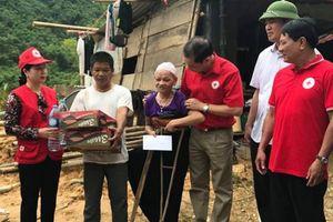 Đoàn cứu trợ đầu tiên tiếp cận được với bà con vùng lũ Quan Hóa