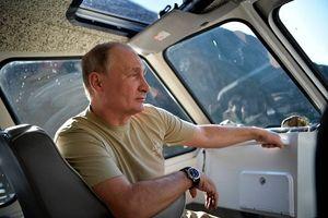 Tổng thống Putin đi bộ 5 giờ, leo núi lên đến độ cao 1.800m