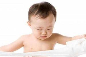 Trẻ bị táo bón thường xuyên: Nguyên nhân và cách điều trị hiệu quả