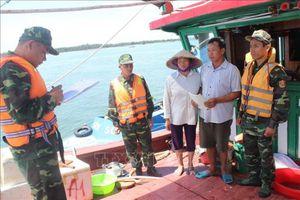 Bắt giữ tàu khai thác thủy sản bằng kích điện trên vùng biển Trà Cổ