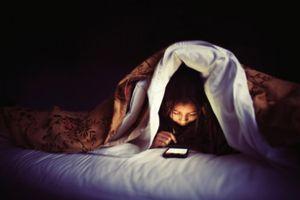 'Thần chết' nấp sau chiếc điện thoại kề bên gối của bạn