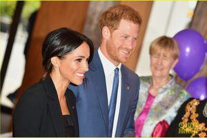 Nữ Công tước Meghan Markle cá tính với vest đen bên Hoàng tử Harry