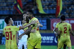 CLB Nam Định giúp cầu thủ vững tinh thần vì mục tiêu trụ hạng