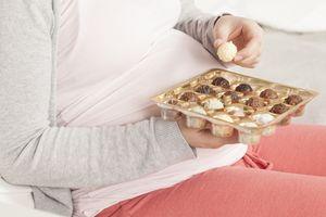 Không nên ăn nhiều đường lúc mang thai, vì sao?