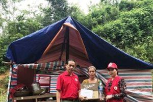 Trợ giúp nhân dân vùng ngập lũ Thanh Hóa sớm ổn định cuộc sống.