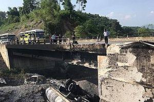 Phân luồng giao thông cao tốc Nội Bài - Lào Cai sau TNGT cháy xe bồn