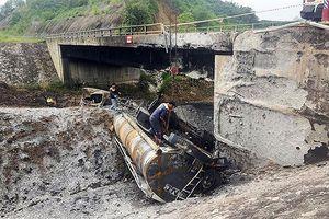 Cao tốc Nội Bài - Lào Cai bị chia cắt sau vụ cháy xe bồn chở xăng