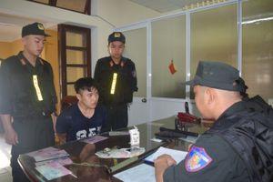 Cảnh sát cơ động Huế tuần tra đêm đảm bảo bình yên phố phường