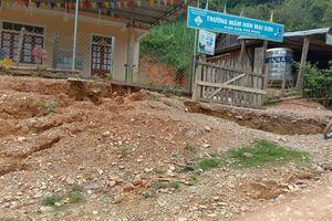 Nghệ An di dời 2 điểm trường vì vết nứt đất dài 800 m