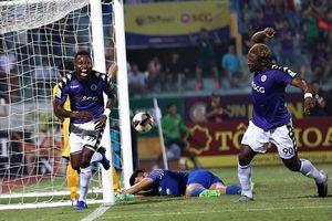 HLV Hà Nội FC hồi hộp rồi vỡ òa hạnh phúc khi đội nhà vô địch V-League!