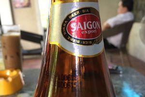 Nghi vấn nước lạ trong chai bia Sài Gòn còn nguyên nhãn mác