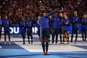 Mặc kệ chỉ trích, Pogba vẫn tung tăng nhảy múa cùng đồng đội