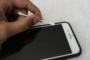Hướng dẫn vệ sinh smartphone đúng cách để loại bỏ hết vi khuẩn