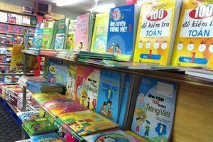 Sách giáo khoa có bắt buộc phải đi kèm với sách tham khảo?