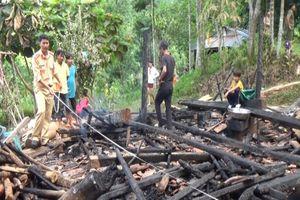 Cãi nhau với vợ, chồng châm lửa đốt rụi ngôi nhà