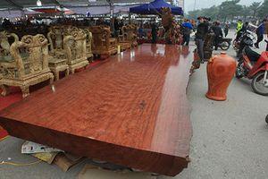 Cận cảnh chiếc sập gỗ cẩm lai nhập khẩu, giá 3 tỷ đồng