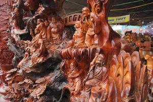 'Choáng váng' với gỗ lũa 'siêu khủng' tạc 18 vị La Hán của đại gia Hải Dương