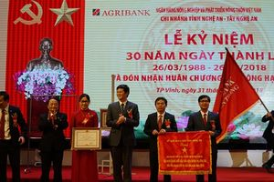 Agribank Nghệ An đón nhận Huân chương Lao động Hạng Nhất
