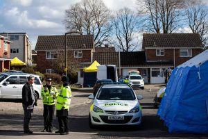 Giới chức Anh hé lộ cách thức sát thủ đầu độc cha con cựu điệp viên Nga